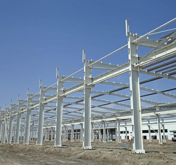 Metalowy szkielet budowli