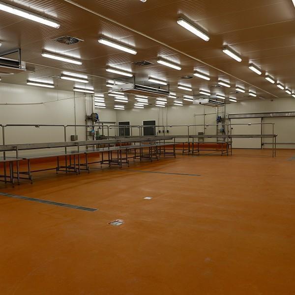 wnętrze hali przemysłowej 2